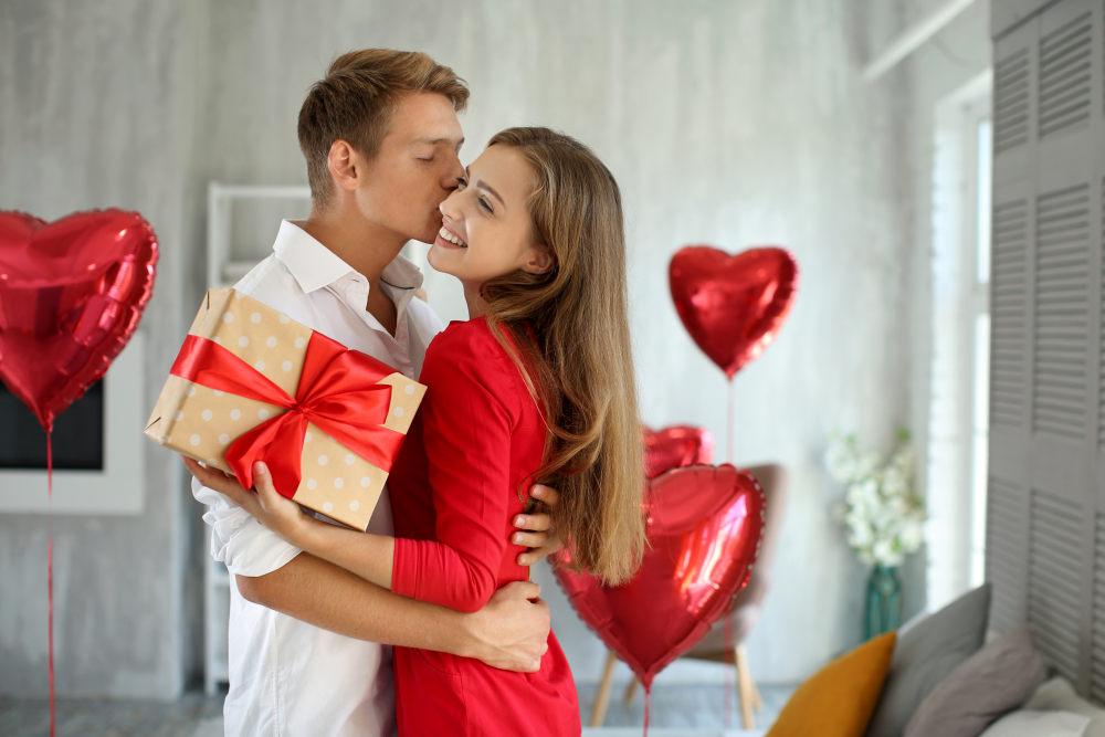 Что подарить любимой девушке на 14 февраля?