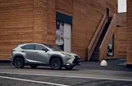 Lexus NX нового поколения попался шпионам: ещё в камуфляже, но дизайн давно раскрыт