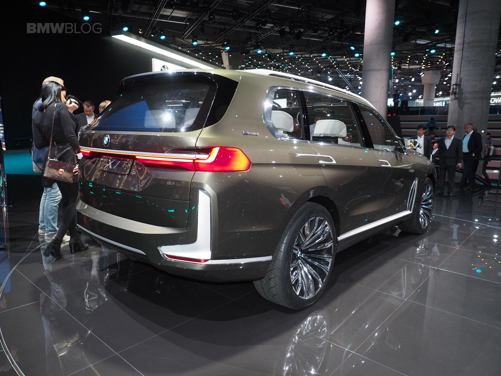 Будущий флагман VW Trinity: доступная цена, минимум «железных» опций и платное ПО