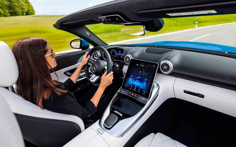 Рассекречен интерьер нового Mercedes-AMG SL