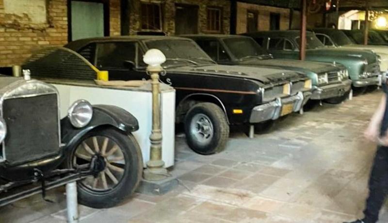 В Бразилии дети случайно нашли заброшенную коллекцию автомобилей