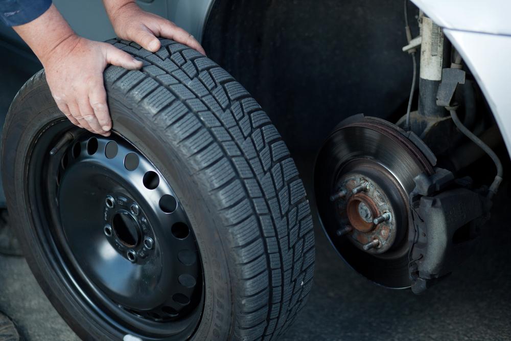 Ремонт автомобиля. Когда менять шины в машине?