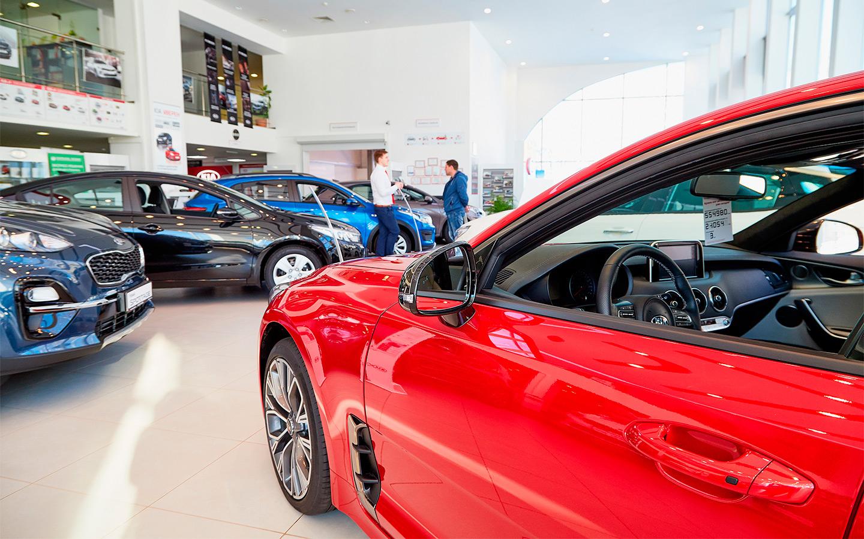 Продажи автомобилей в России упали впервые с марта