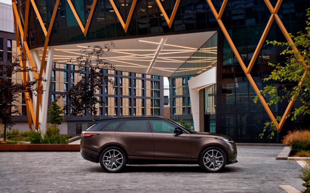 Range Rover назвал российские цены на обновленный Velar