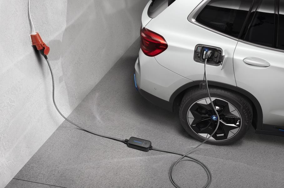 Компания BMW представила новый компактвэн второй серии